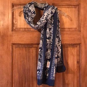 Rose pattern scarf